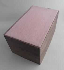 Kiste für Designerpapiere - Unterseite mit Filz