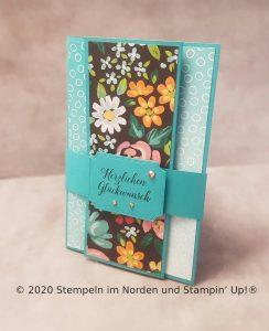 Geburtstagskarte in Bermudablau mit Wiesenblumen